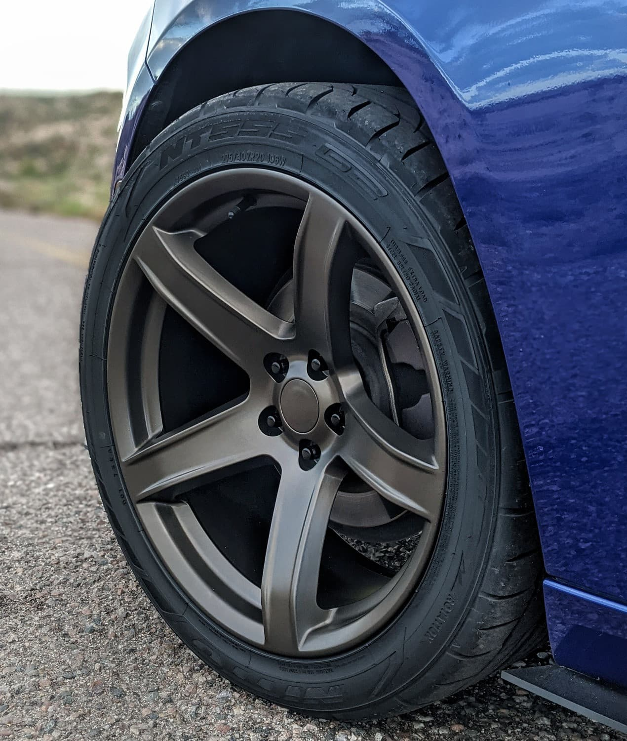 A close up on the Factory Reproductions Fr77 wheels in 20x9.5 +15 on a Dodge Charger SXT