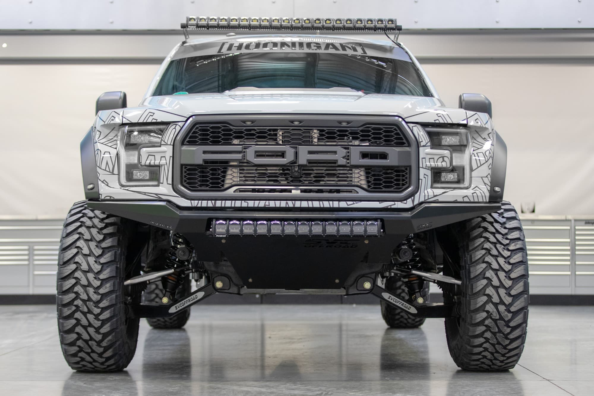 Front shot of a 2018 FORD RAPTOR with Fifteen52 Offroad Turbomac Hd 17x8.5 0 Toyo Tires Open Country Mt 37
