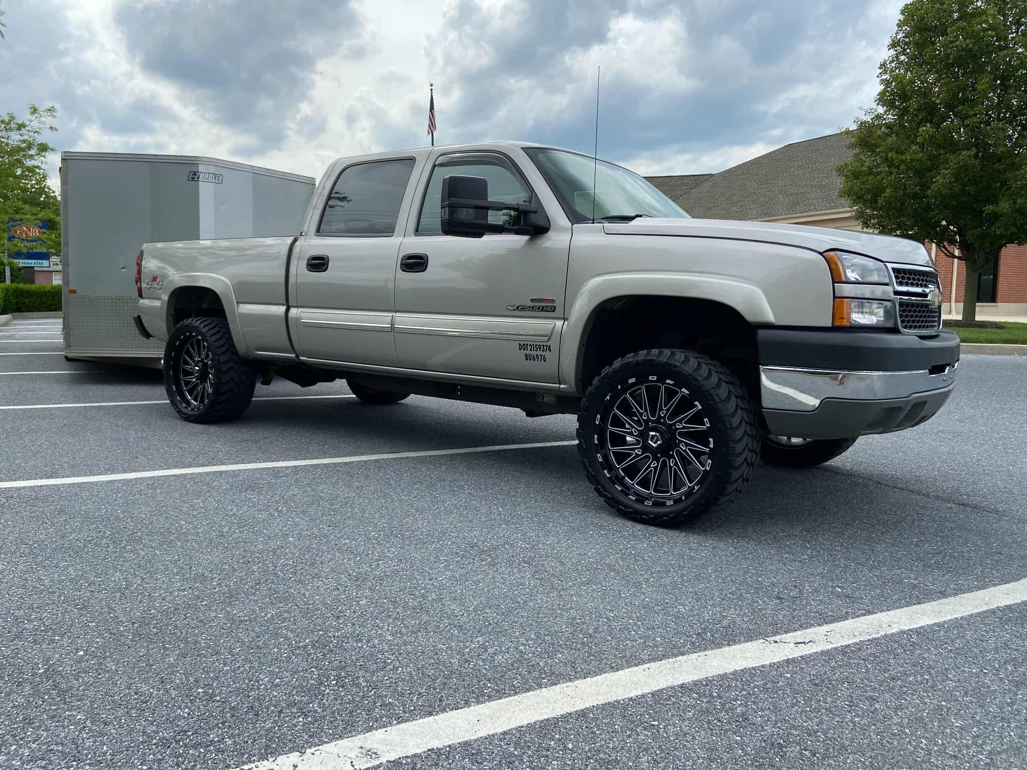 Chevy silverado pulling a trail with aftermarket wheels and tires